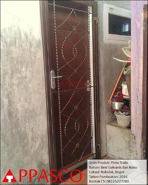 Pintu Teralis Klasik di Bogor