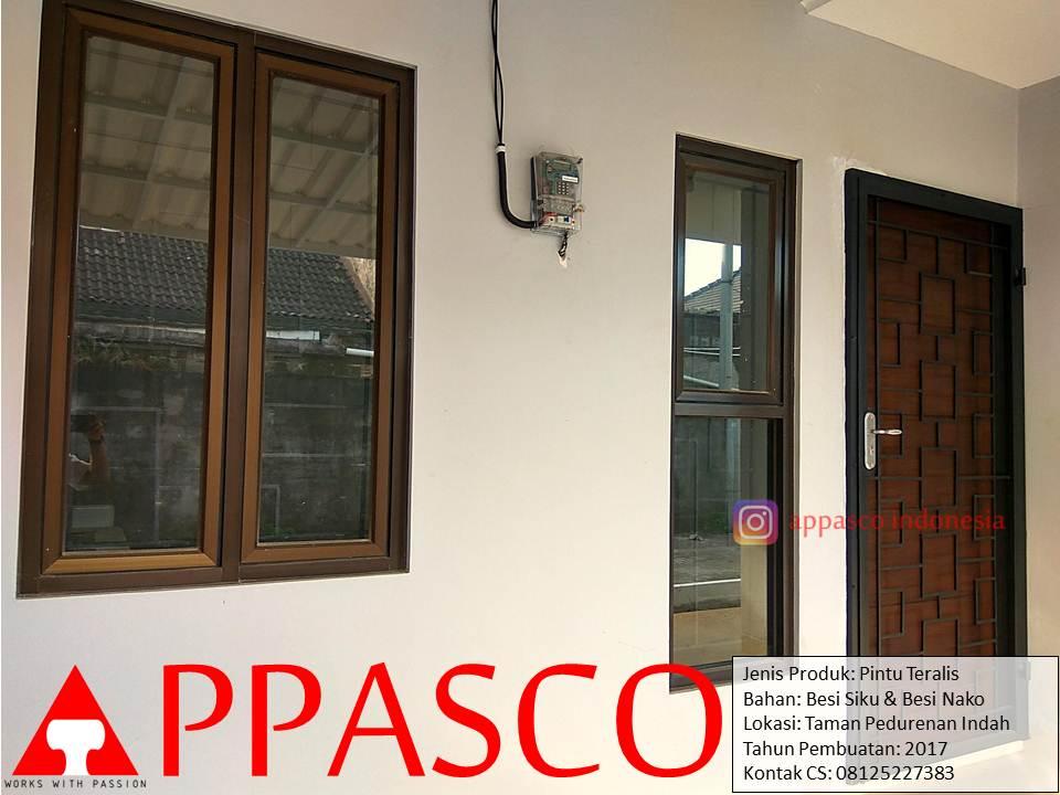 teralis jendela kayu minimalis