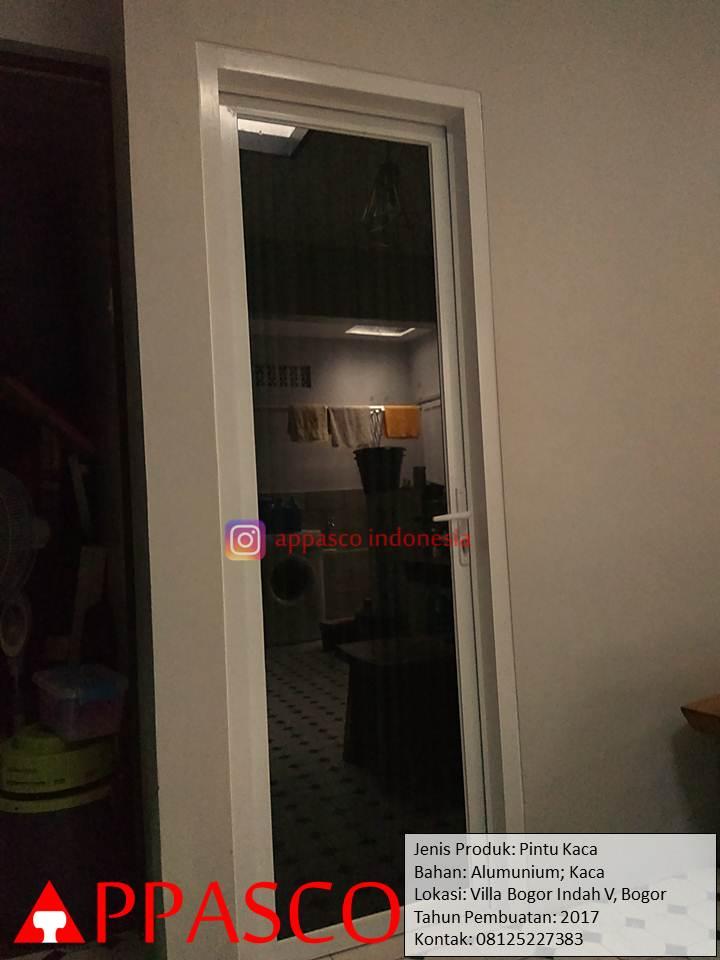 Pintu Kaca di Villa Bogor Indah