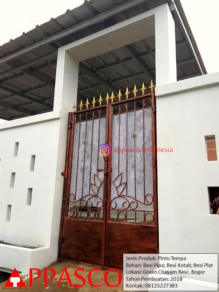Pintu Tempa Besi Kotak Pipa Besi Plat di Green Citayam Residence