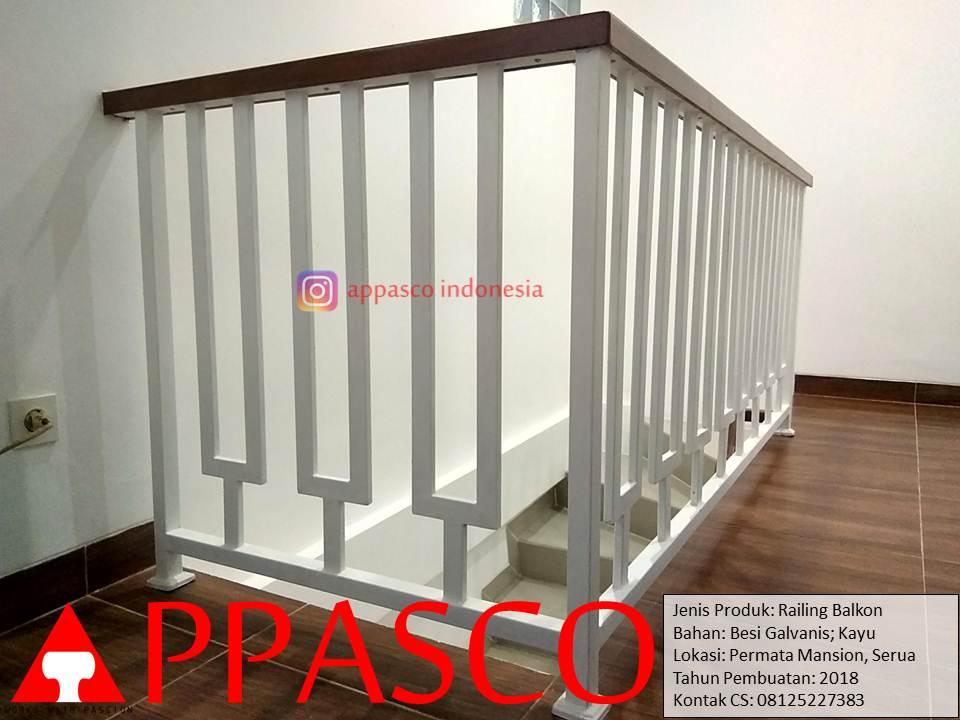 Railing Balkon Cantik Minimalis Besi Galvanis dan Kayu di Permata Mansion Serua