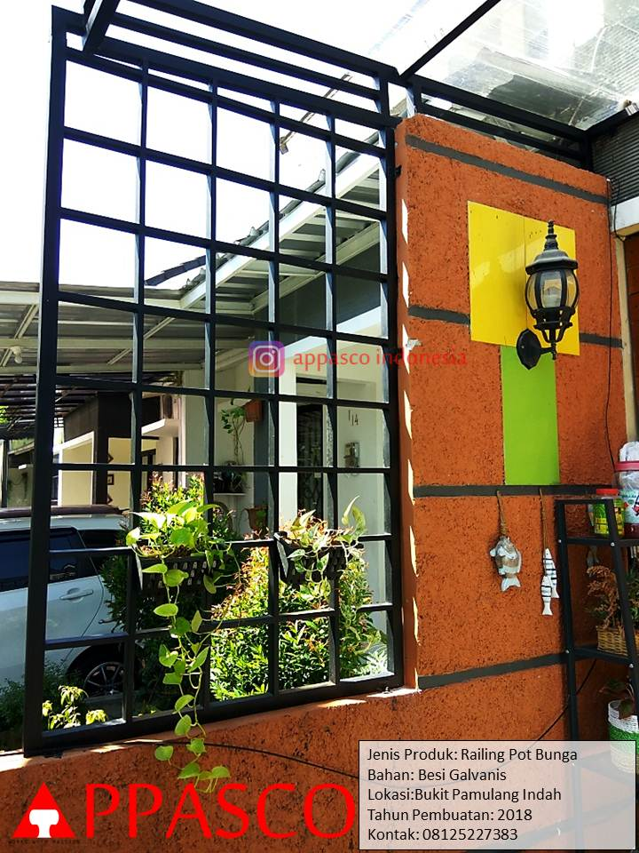 Railing Pot Bunga Taman Depan Rumah di Bukit Pamulang Indah