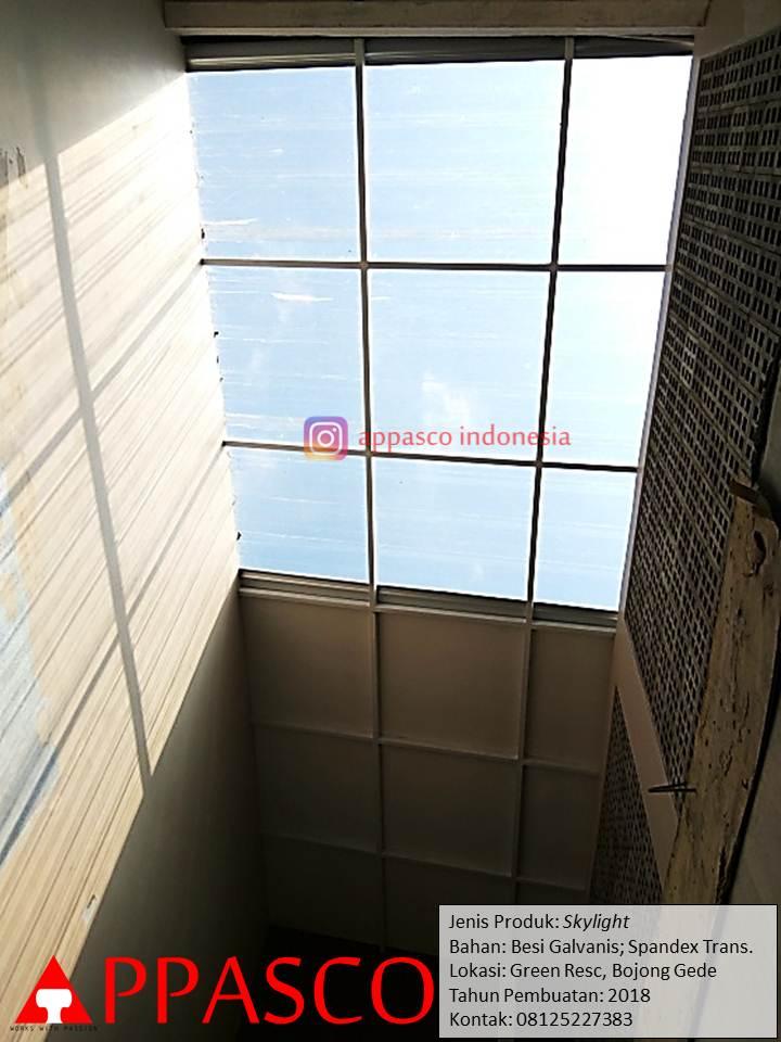 Skylight Atap Bening Spandek Transparan di Halaman Belakang Rumah di Green Residence Bogor